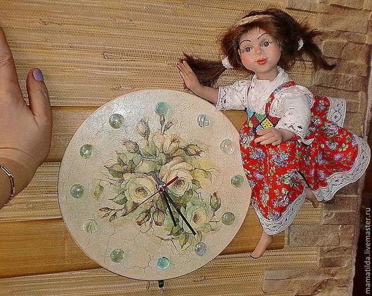 """Часы для дома ручной работы. Ярмарка Мастеров - ручная работа. Купить Часы с куклой """"Мы всегда Вам рады"""".. Handmade."""