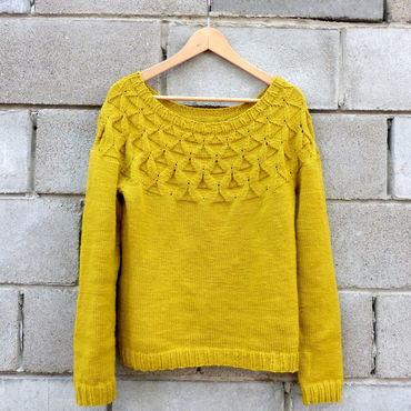 Одежда ручной работы. Ярмарка Мастеров - ручная работа Пуловер вязаный женский шерстяной с рельефным узором из мериноса. Handmade.