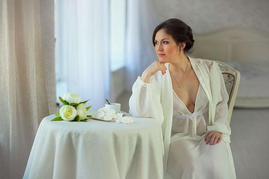 Длинный шифоновый пеньюар с широким атласным поясом, цвет - молоко. Эксклюзивное белье от Людмилы Маниной.