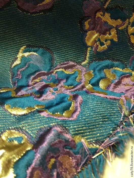 Фото приближено, увеличено, хорошо видно структуру ткани.