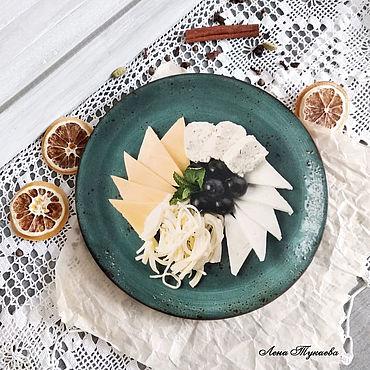 """Посуда. Ярмарка Мастеров - ручная работа Доски: Разедлочная доска """"Сыр в тарелке"""". Handmade."""