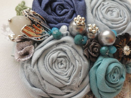Броши ручной работы. Ярмарка Мастеров - ручная работа. Купить Текстильная брошь Утро серо-голубая. Handmade. Голубой