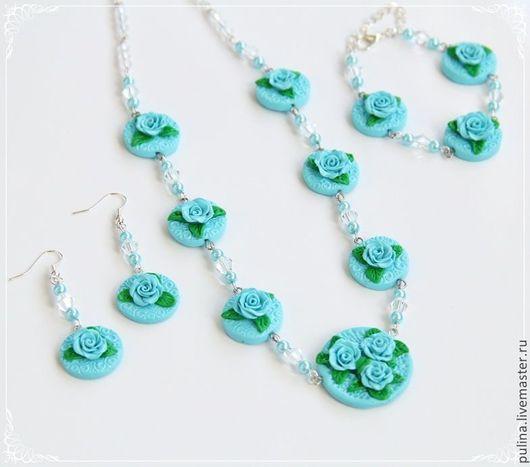 Комплект `Изысканность`, колье, серьги, браслет,  голубые розы