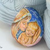 """Сувениры и подарки ручной работы. Ярмарка Мастеров - ручная работа """"Материнская Любовь"""" камешек-магнит. Handmade."""