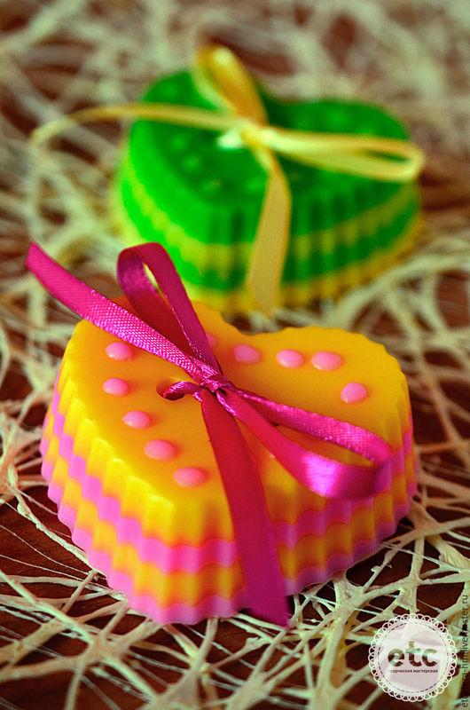 """Мыло ручной работы. Ярмарка Мастеров - ручная работа. Купить """"Сердечки Фру-фру с бантиком"""". Мыло фруктовое.. Handmade. розовый"""