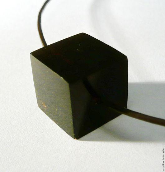"""Кулоны, подвески ручной работы. Ярмарка Мастеров - ручная работа. Купить Янтарный кулон """"Кубик"""". Handmade. Черный, резьба по камню"""