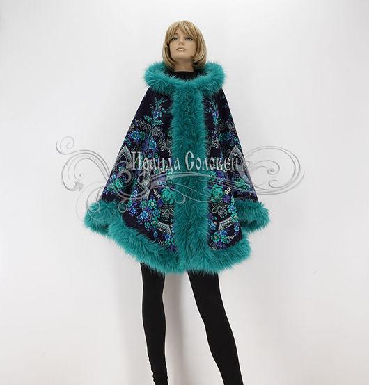 Авторская пальто-накидка с капюшоном из шерстяного павловопосадского платка Русская красавица-13 с отделкой искусственным мехом под натуральный