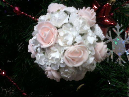 Праздничная атрибутика ручной работы. Ярмарка Мастеров - ручная работа. Купить Шар, декорированный розами, свадебный букет-шар из роз, новогодний шар. Handmade.