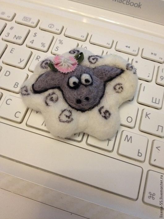 """Игрушки животные, ручной работы. Ярмарка Мастеров - ручная работа. Купить Брошка -""""Овечка Бэтти"""". Handmade. Овечка, овечка из шерсти"""