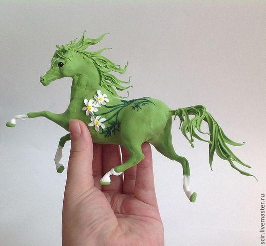 """Игрушки животные, ручной работы. Ярмарка Мастеров - ручная работа. Купить Фигурка """"Ромашковая лошадь"""" (статуэтка зелёной лошади). Handmade."""
