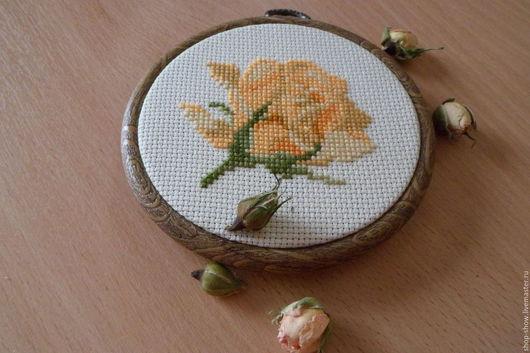Картины цветов ручной работы. Ярмарка Мастеров - ручная работа. Купить Вышитое панно Оранжевая роза. Handmade. Подарок девушке