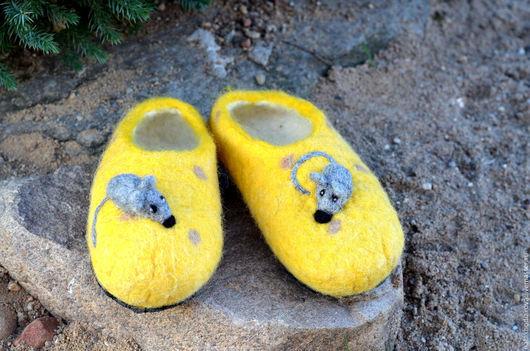 """Обувь ручной работы. Ярмарка Мастеров - ручная работа. Купить Тапочки детские """"Скажите сыр"""". Handmade. Желтый, тапочки с мышами"""