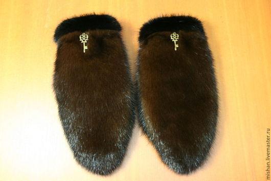 Украшение (ключики) на рукавичках для примера.
