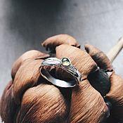 Украшения ручной работы. Ярмарка Мастеров - ручная работа Колечко плавные линии с хризолитом. Handmade.