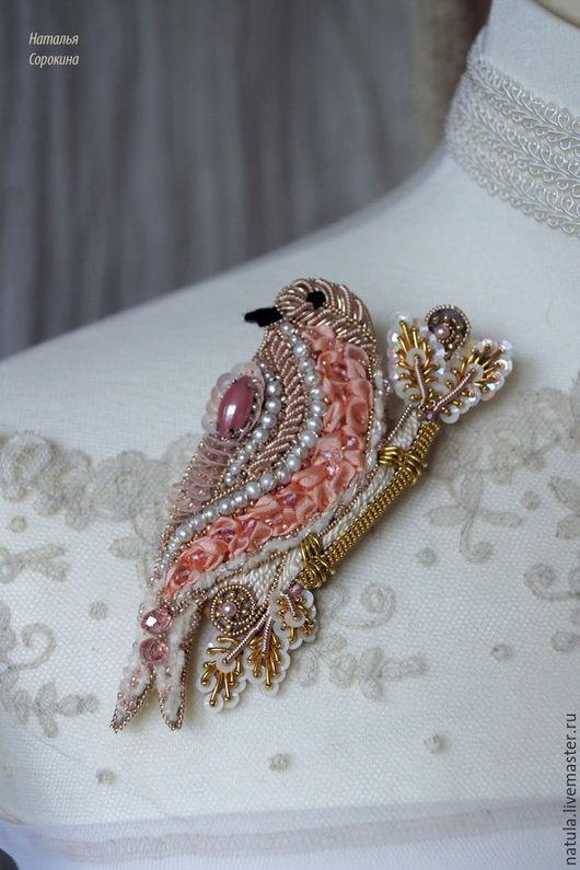 """Броши ручной работы. Ярмарка Мастеров - ручная работа. Купить Брошь-птичка """"Rose oiseau"""". Handmade. Кремовый, розовый камень"""
