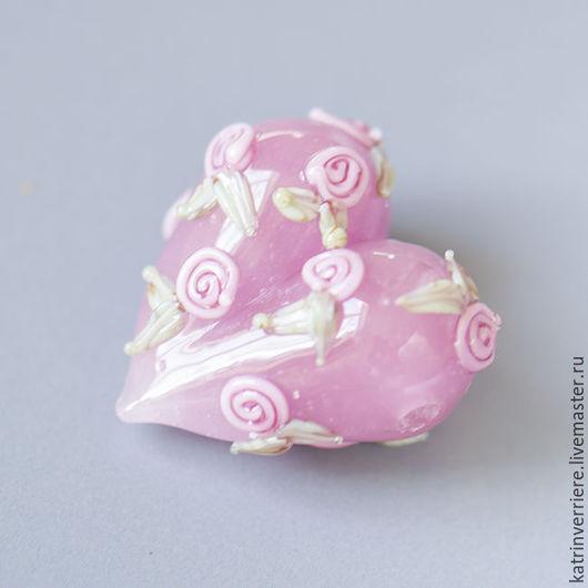 """Для украшений ручной работы. Ярмарка Мастеров - ручная работа. Купить Бусина-сердце """"Розы на розовом"""". Handmade. Розовый, нежный"""