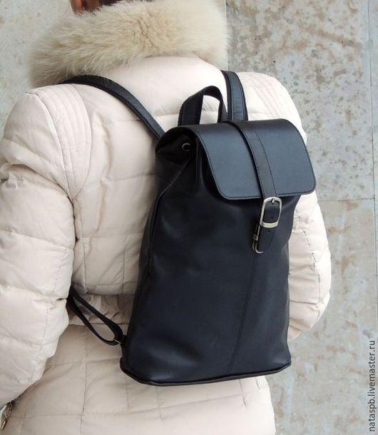 Удобный, функциональный рюкзак, выполненный в минималистическом стиле.