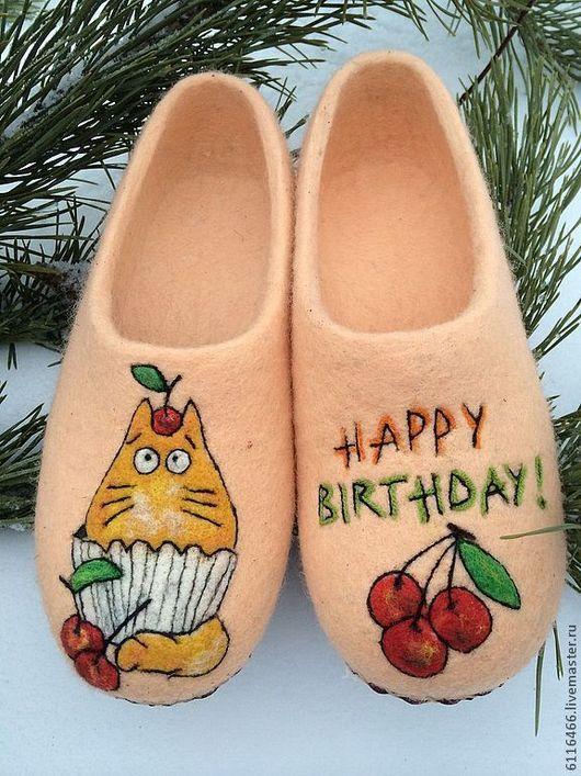 Обувь ручной работы. Ярмарка Мастеров - ручная работа. Купить домашние валяные тапочки из натуральной шерсти Happy -Кот. Handmade.