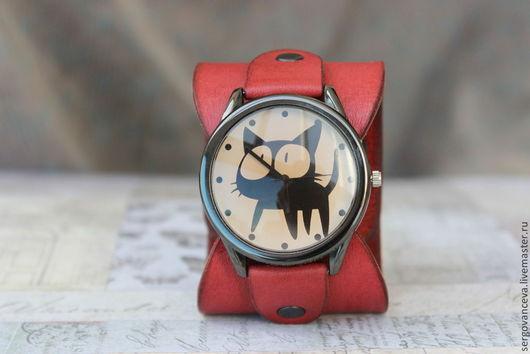 """Часы ручной работы. Ярмарка Мастеров - ручная работа. Купить Часы на кожаном ремешке """"Кошка с бантиком"""". Handmade. Коралловый"""