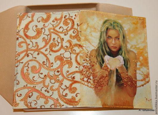 """Обложки ручной работы. Ярмарка Мастеров - ручная работа. Купить """"Золото времен"""" обложка для паспорта. Handmade. Лимонный, натуральная кожа"""