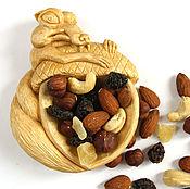 Для дома и интерьера ручной работы. Ярмарка Мастеров - ручная работа Белка сервировочная тарелка из дерева для орехов. Handmade.