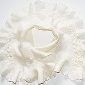 Аксессуары ручной работы. Ярмарка Мастеров - ручная работа Просто белый... просто шарф... с воланами и кружевом. Handmade.