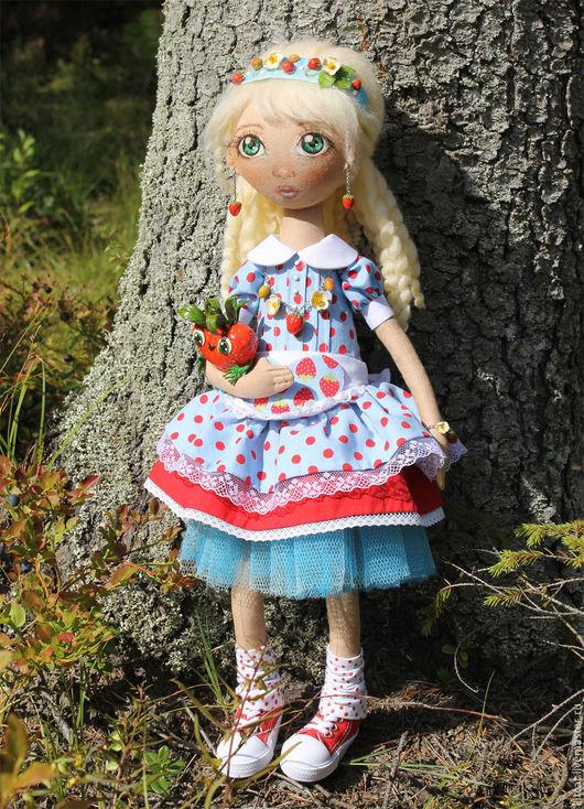 Коллекционные куклы ручной работы. Ярмарка Мастеров - ручная работа. Купить Кукла Клубничка. Handmade. Авторская кукла, голубой, в горошек
