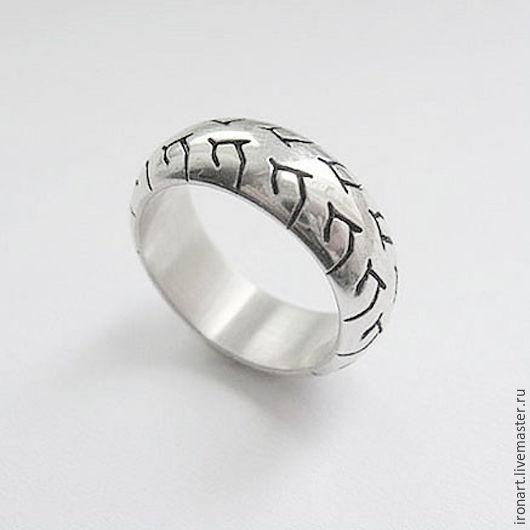 Обручальные с рисунком кольца