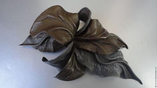 Брошь цветок из кожи Орхидея `Цветок папортника` оливковая серая хаки . Брошь на сумку, пояс, шляпу, пальто, шубу, пиджак, платье, свитер, платок, палантин, верхнюю одежду.  Подарок женщине, мужчине