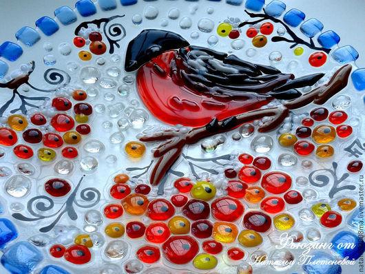 """Тарелки ручной работы. Ярмарка Мастеров - ручная работа. Купить Тарелка """"Снегирь"""" из стекла. Фьюзинг. Handmade. Стеклянная тарелка, тарелка"""