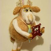 Куклы и игрушки ручной работы. Ярмарка Мастеров - ручная работа Барашек с мишкой. Подарок для любимой овечки? Символы 2015: Овца. Handmade.