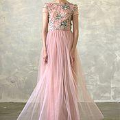 Пудровое платье с вышивкой 3D цветами и стразами