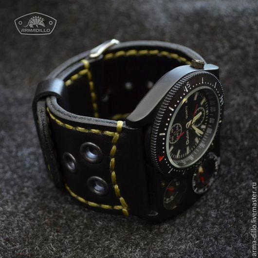 Часы на широком кожаном ремешке Armadillo
