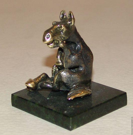 Подарочные наборы ручной работы. Ярмарка Мастеров - ручная работа. Купить Конь задумчивый из бронзы на подставке из змеевика. Handmade. Разноцветный