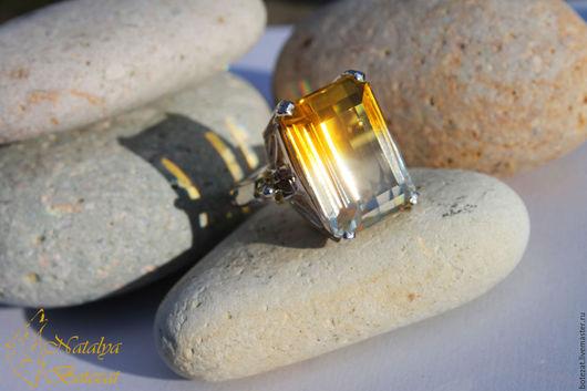 Светящееся кольцо с редким биколорным желто-белым аметрином аметистом цитрином на серебре 925 с сапфирами для любого знака зодиака подарок женщине девушке коллеге купить