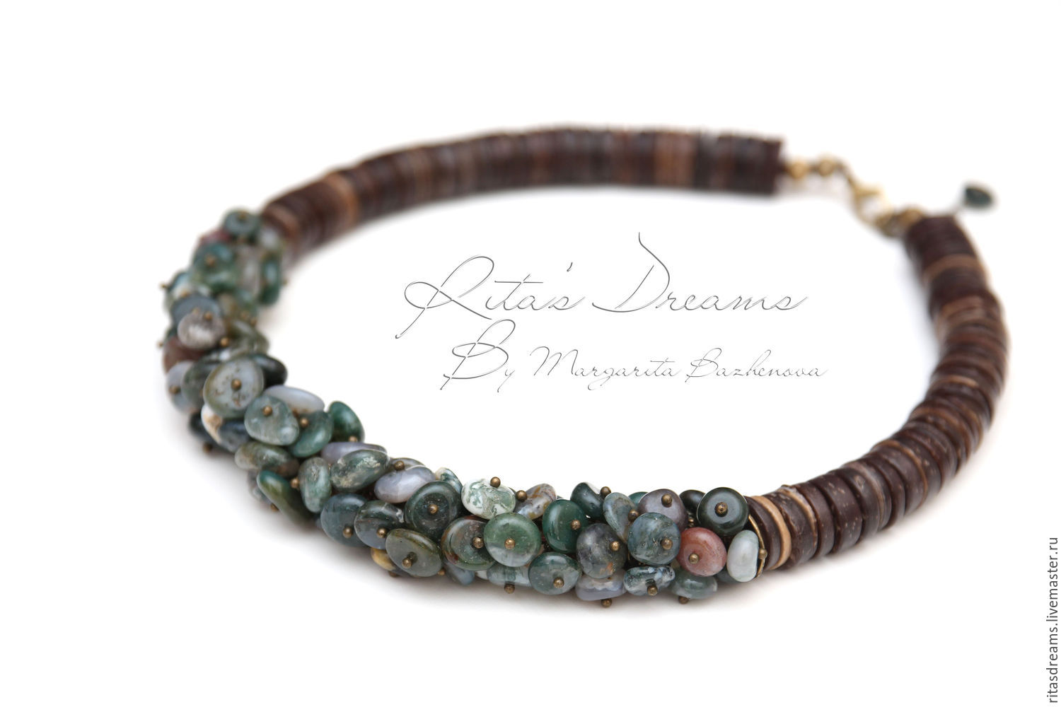 Short necklace with Indian agate hints of herbs and dark brown coconut.  Length of necklace 44 cm + 2 cm chain for adjustment.