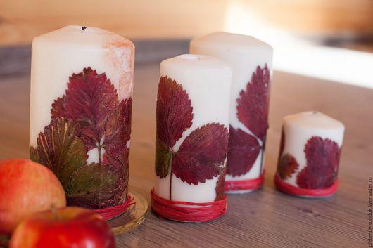 Свечи с сухими листьями для декора помещения. Цена от 200 руб./шт.