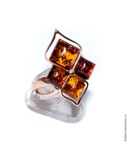 Серебряное кольцо с янтарем `Вечернее рандеву`. Серебро 925 пробы, надёжное двойное позолочение.  Ручная работа мастера-ювелира.
