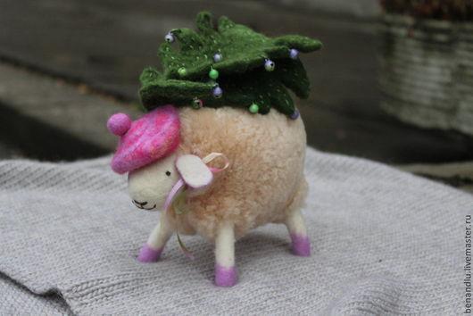 Новый год 2017 ручной работы. Ярмарка Мастеров - ручная работа. Купить Овечка и елка. Handmade. Новый год 2015, овечка игрушка