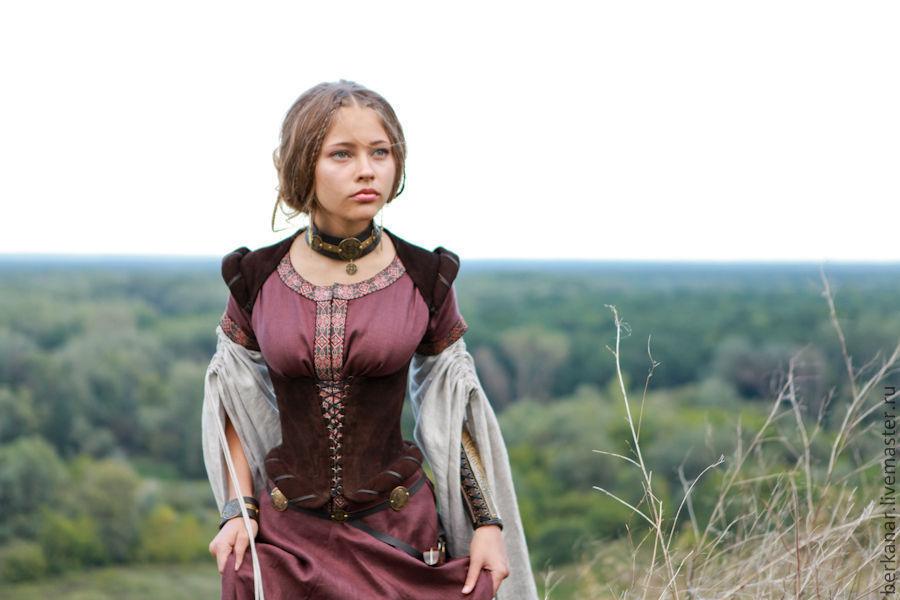 Средневековые платья корсет