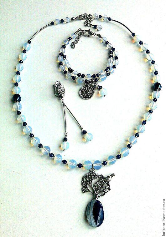 Комплект украшений из лунного камня и агата `Лунный Соловей`.