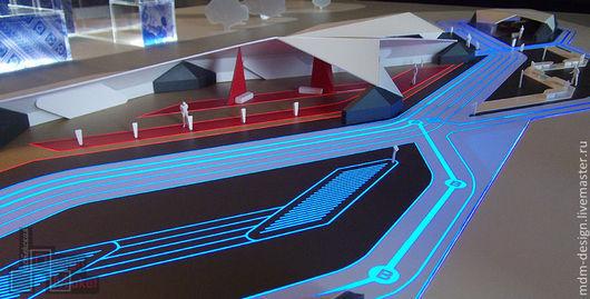 Макет выполнен в масштабе 1:100 и показывает культурно-спортивный комплекс с детализацией в соответствии с масштабом. В макете выполнена светодиодная подсветка дорожек комплекса.
