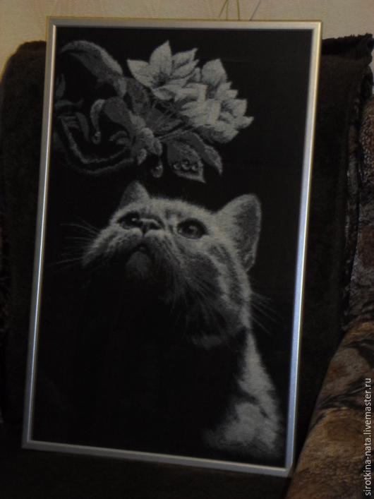 """Животные ручной работы. Ярмарка Мастеров - ручная работа. Купить Картина вышитая крестиком """"Кот с магнолией"""". Handmade. Серый"""