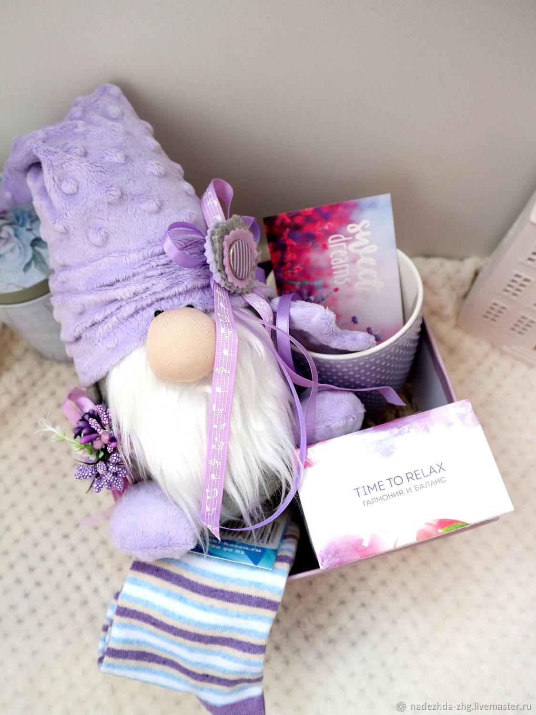 Подарок девушке для работы андрей саяпин