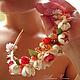 Пышная, очень нарядная многоцветная диадема с розами ало-розового цвета, с белыми бутонами и листьями из полимерной глины FIMO.  Диадема для прически, с белым жемчугом, розовым кварцем, розовым корал