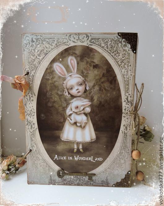 """Блокноты ручной работы. Ярмарка Мастеров - ручная работа. Купить """"Alice in Wondeland"""" - большой смеш-бук. Handmade. Бежевый"""