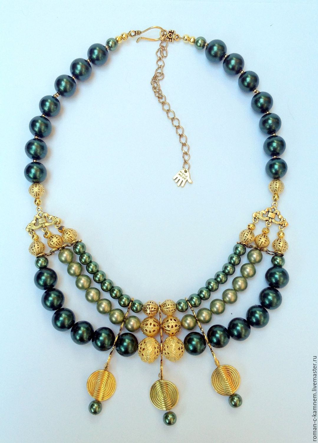 Multi-row pearl necklace in Oriental style Golden olive.Perfectly accentuate cleavage and complement the dress with bare shoulders.