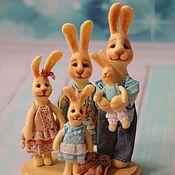 Куклы и игрушки ручной работы. Ярмарка Мастеров - ручная работа Дружная ,счастливая заячья семья. Handmade.