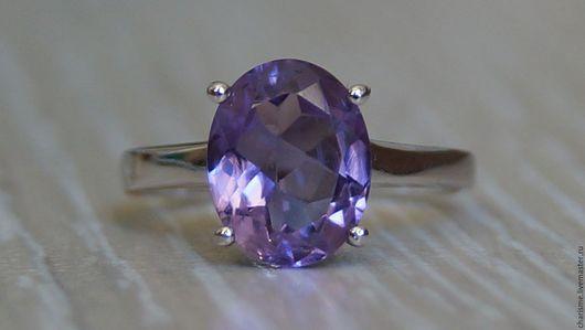 Размер камня: 8*10 мм. Размер кольца: 15.75-16. Ближе к 16.