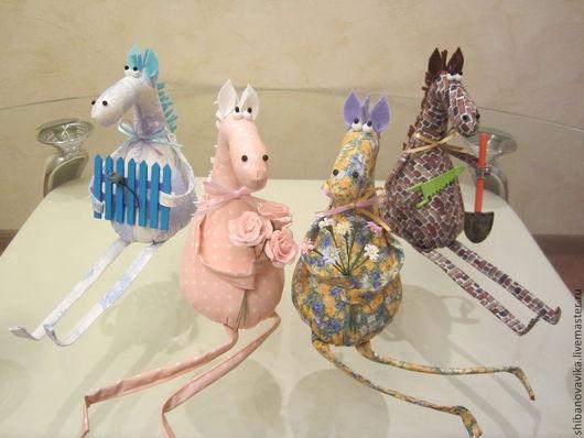 Игрушки животные, ручной работы. Кони без пальто и гражданки-лошадки. Автор Шибанова Виктория. Дизайн-студия авторских игрушек `SamiSrukami`. Ярмарка Мастеров.